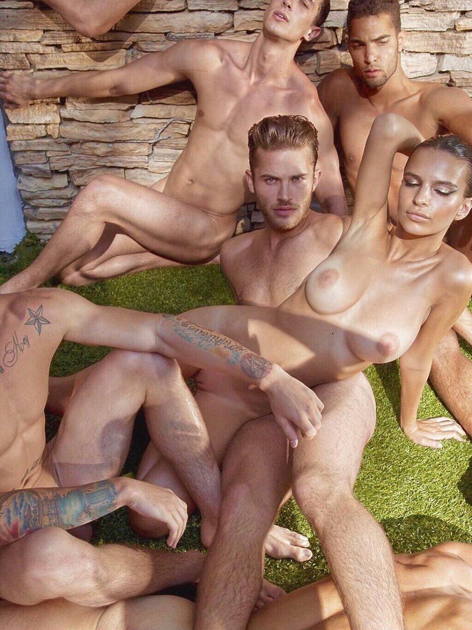 Nackt emrata Emily Ratajkowski